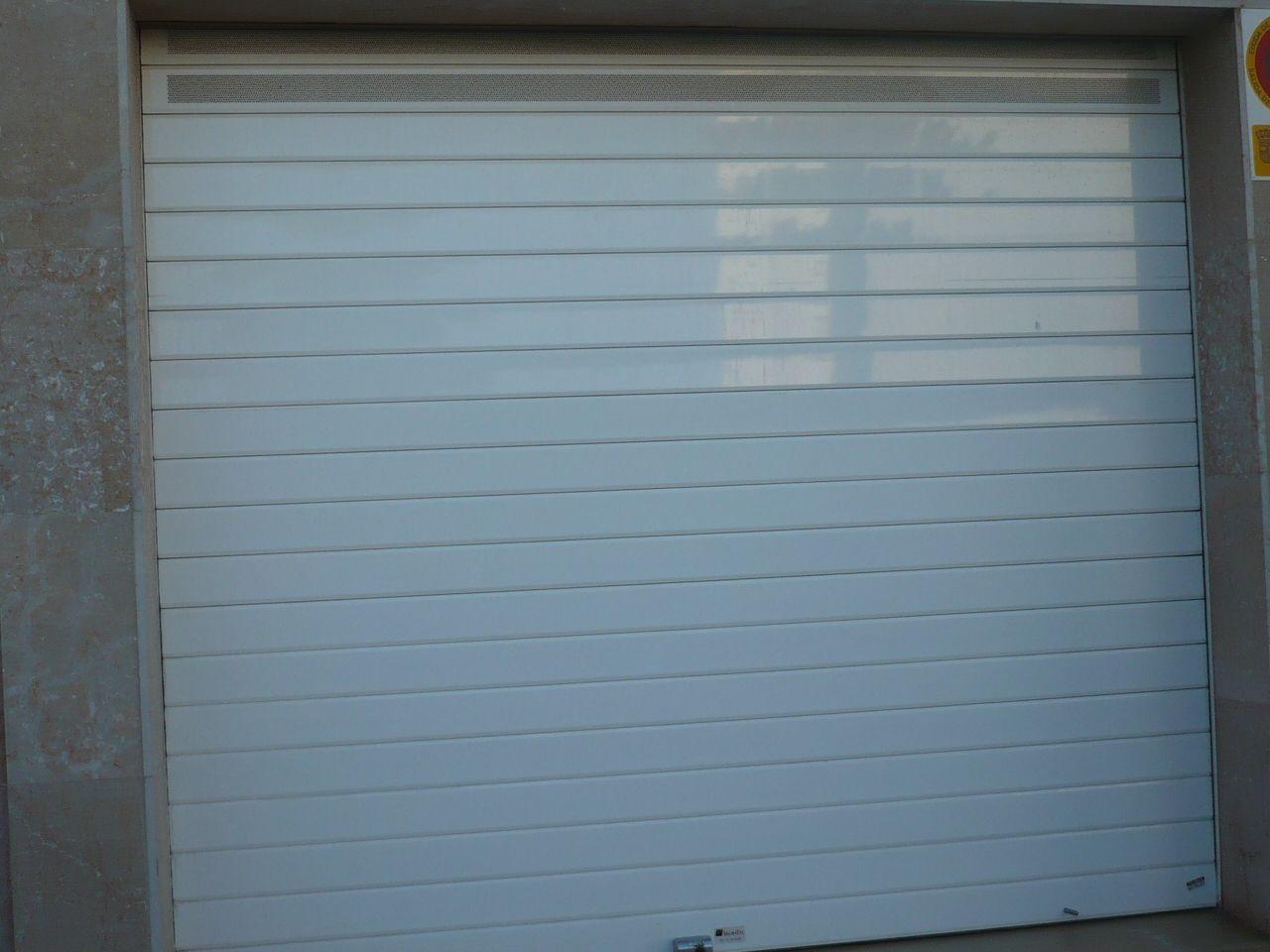 Puertas de aluminio blanco cool puertas de aluminio with for Modelos de puertas de aluminio blanco